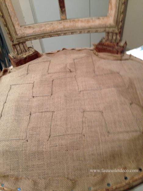 Fauteuil Louis XVI - Couture des ressorts sur la toile forte copy
